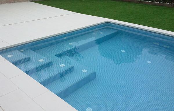 Mantenimiento de piscinas reparaci n de piscinas - Coronacion de piscinas precios ...