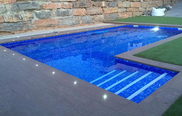 Reparaci n iluminaci n piscina reparaci n de piscinas for Reparacion piscinas